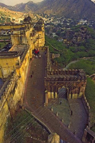 3458442-View_of_Jaipur_from_Amber_Fort-Jaipur