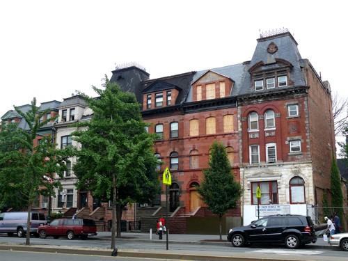 Harlem-buildings